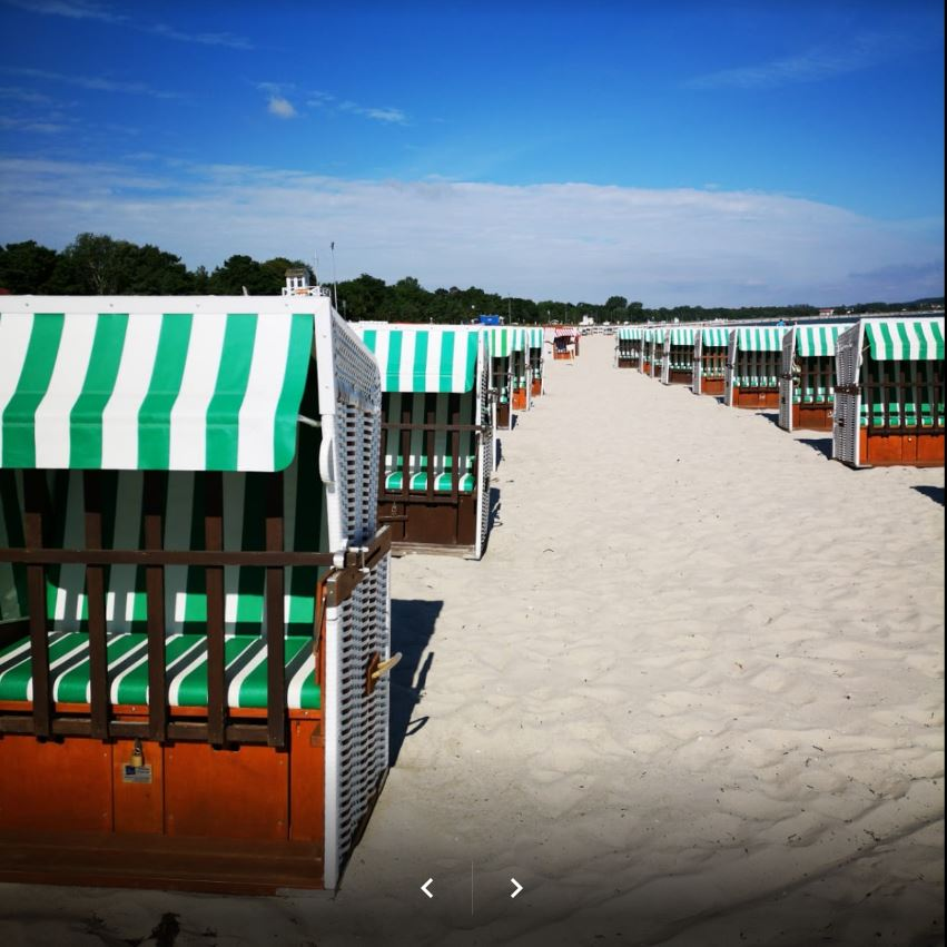 Strandkorb links Dünenreihe